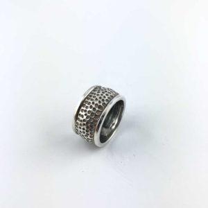 anello-martellato-argento-925-superficie-lunare-online