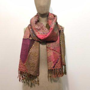 sciarpone-puro-rayon-viscosa-fantasia-ricamo-filo-grosso-disegno-geometrico-tinta-colorata-beige-rosa