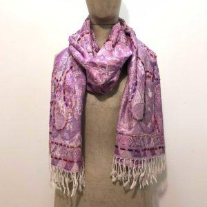 sciarpone-puro-rayon-viscosa-fantasia-ricamo-filo-grosso-disegno-motivi-tinta-rosa