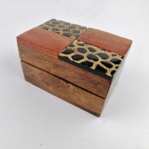 Scatola-legno-Sheesham-finiture-corno-bufalo-disegno-tribale-alternato