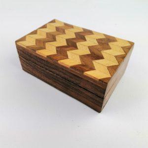 Scatola-legno-Sheesham-disegno-geometrico-ondulato