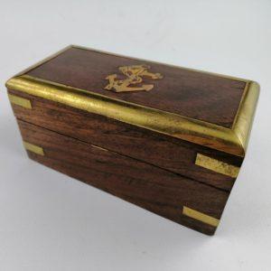 Scatola-legno-Sheesham-finiture-ottone-disegno-ancora